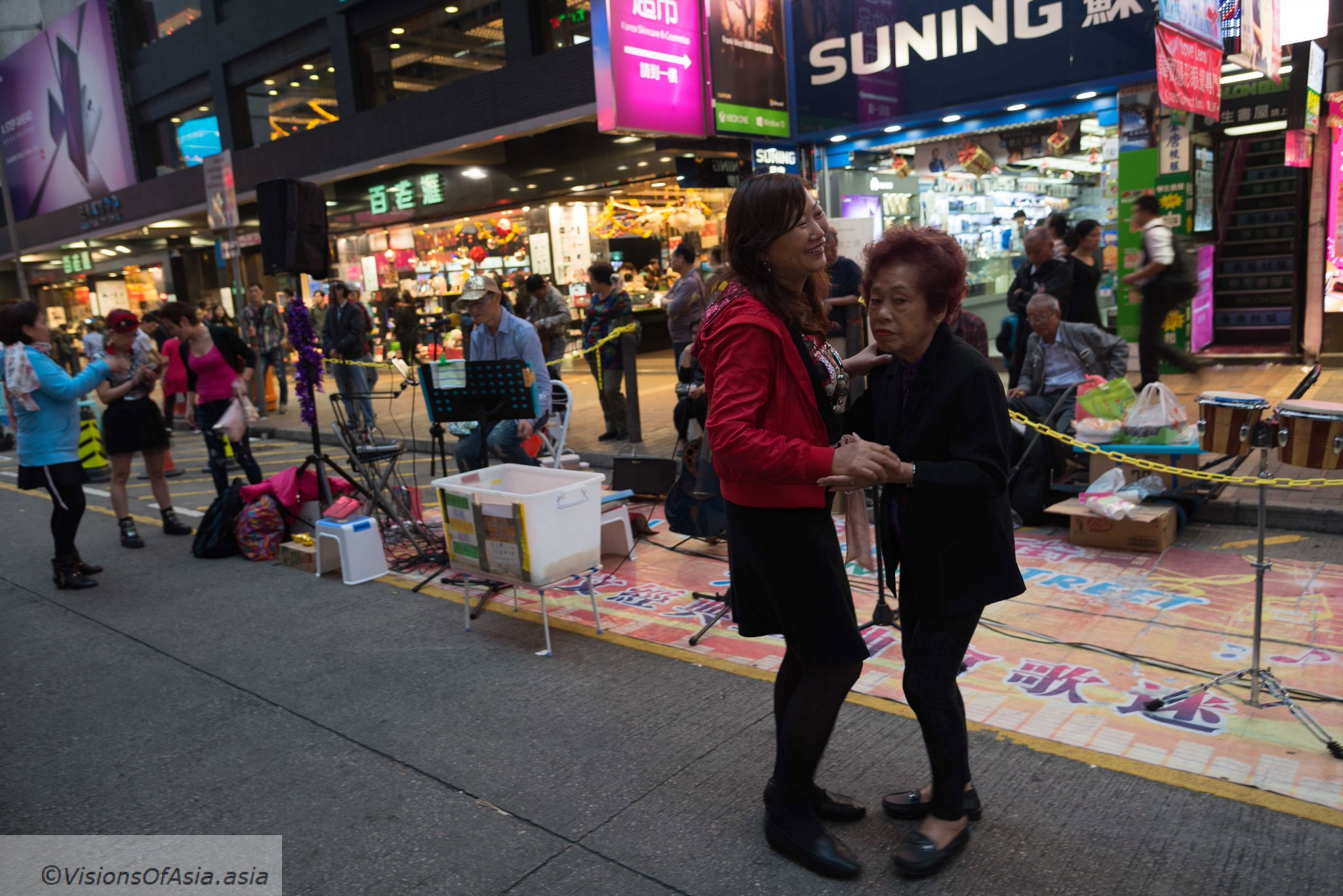 Dancing ladies in Mongkok