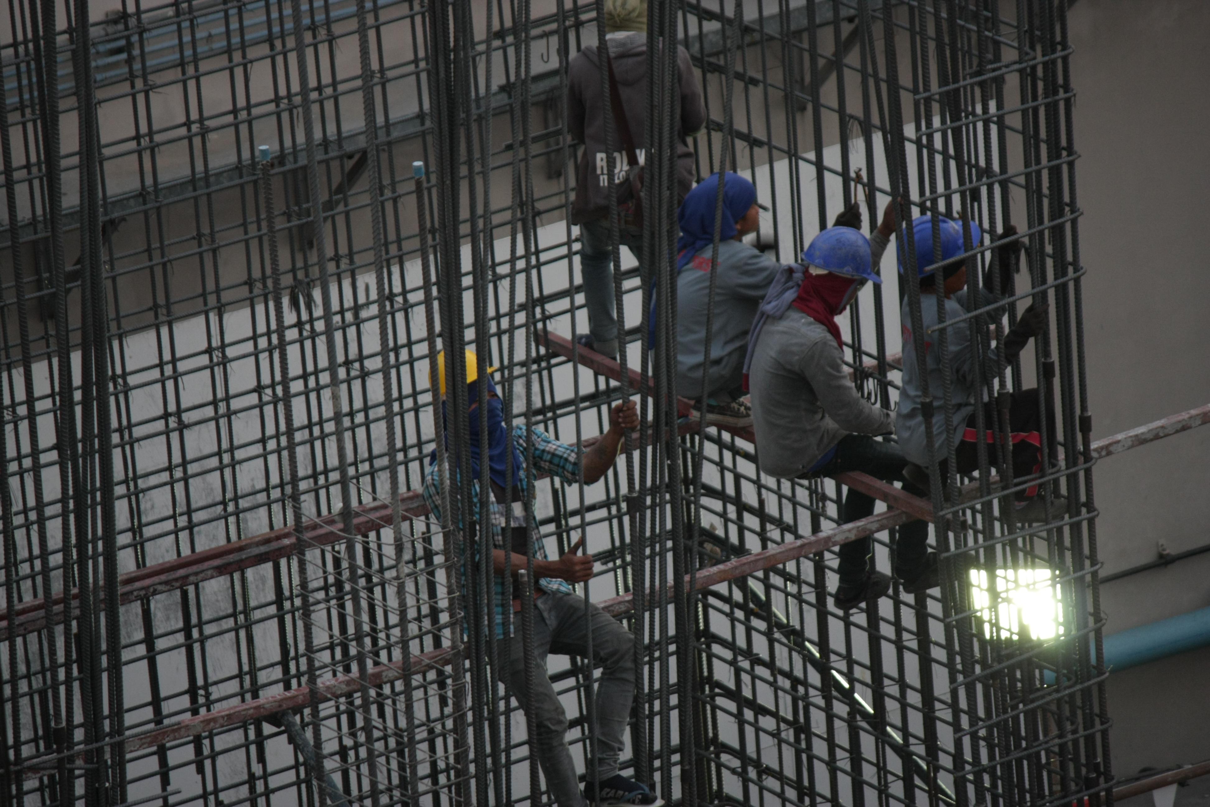 Flip-flop worker climbing
