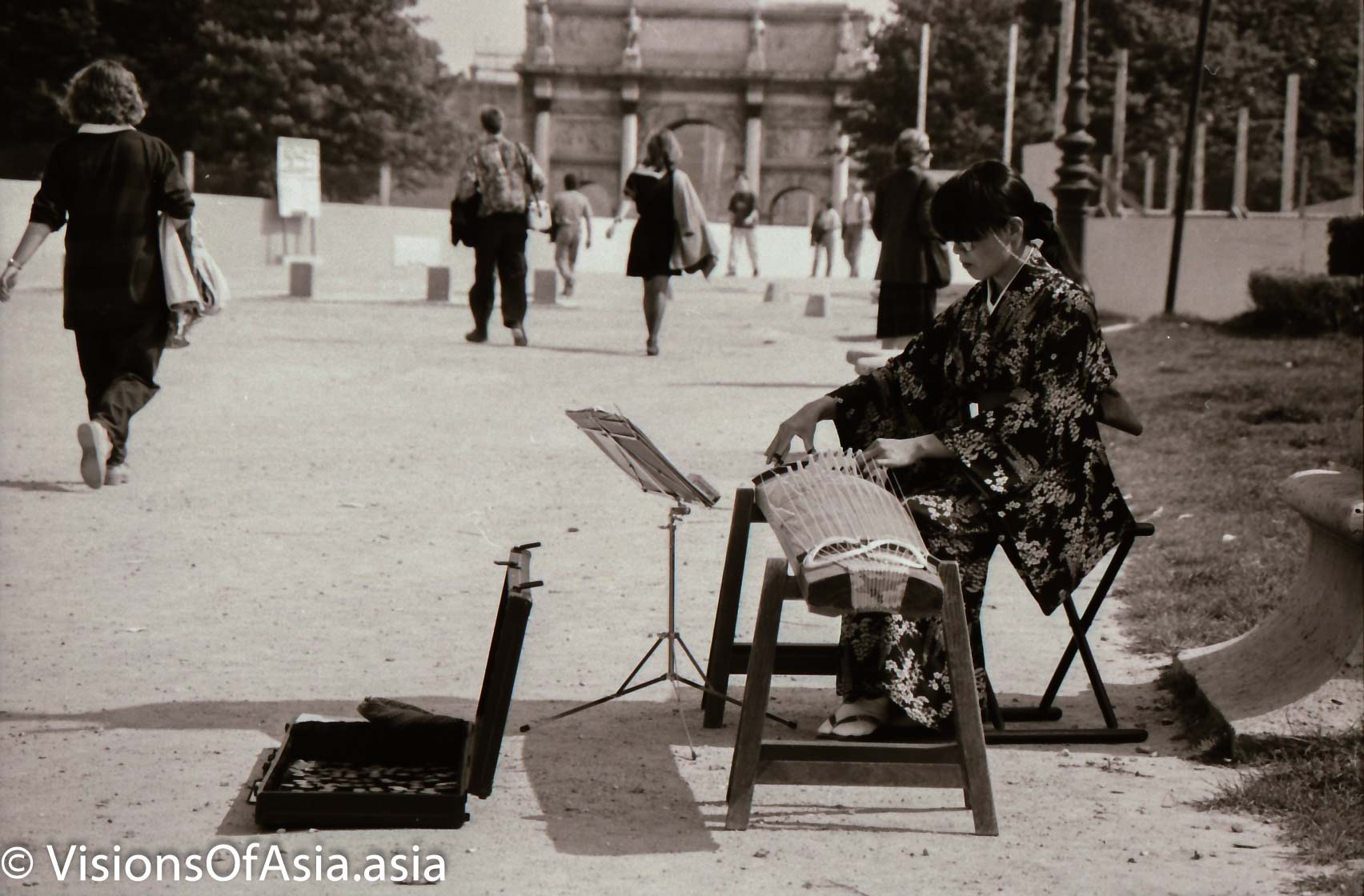 First encounter with Japan in France: the kimono musician in Paris