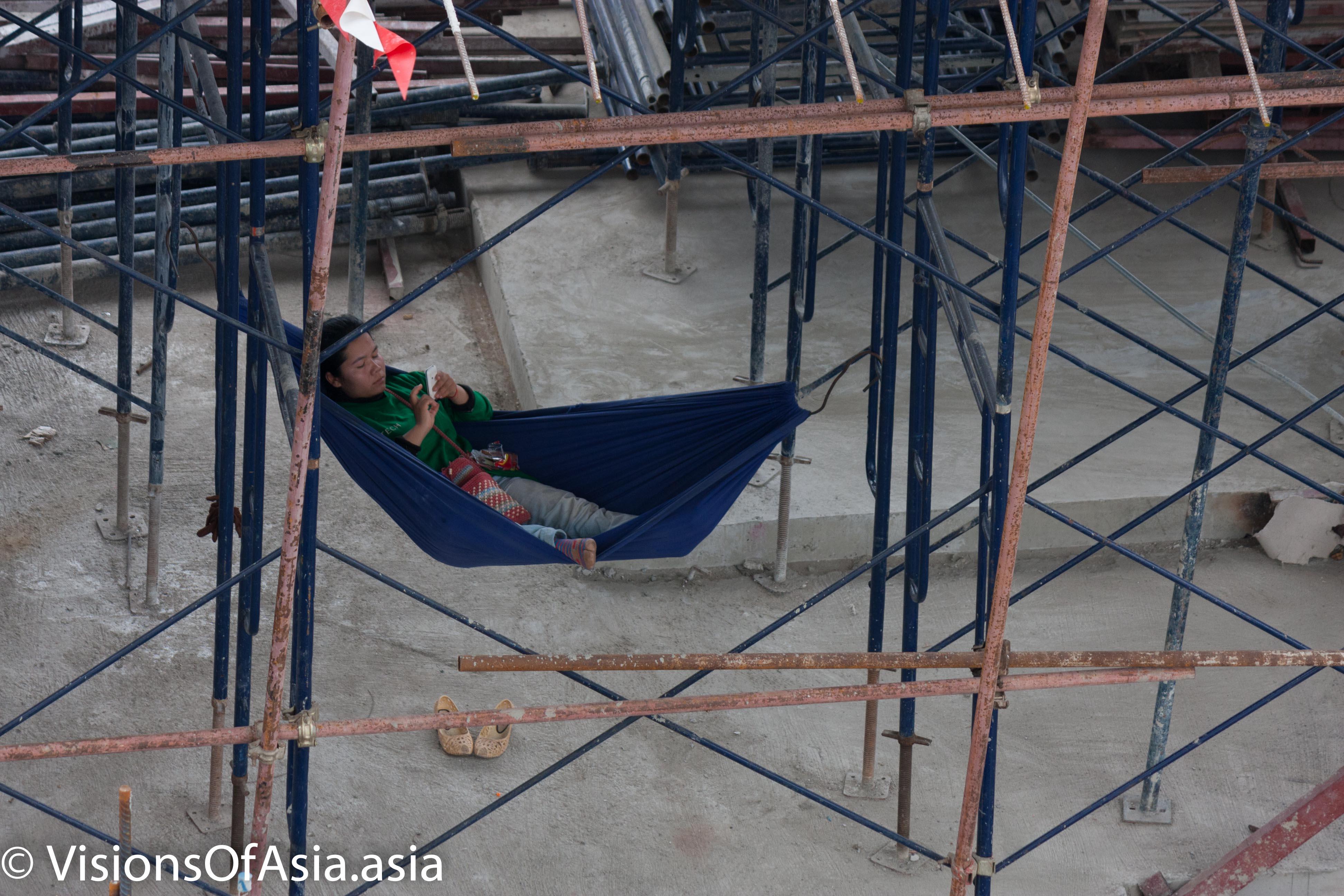 Hamac on scaffolding