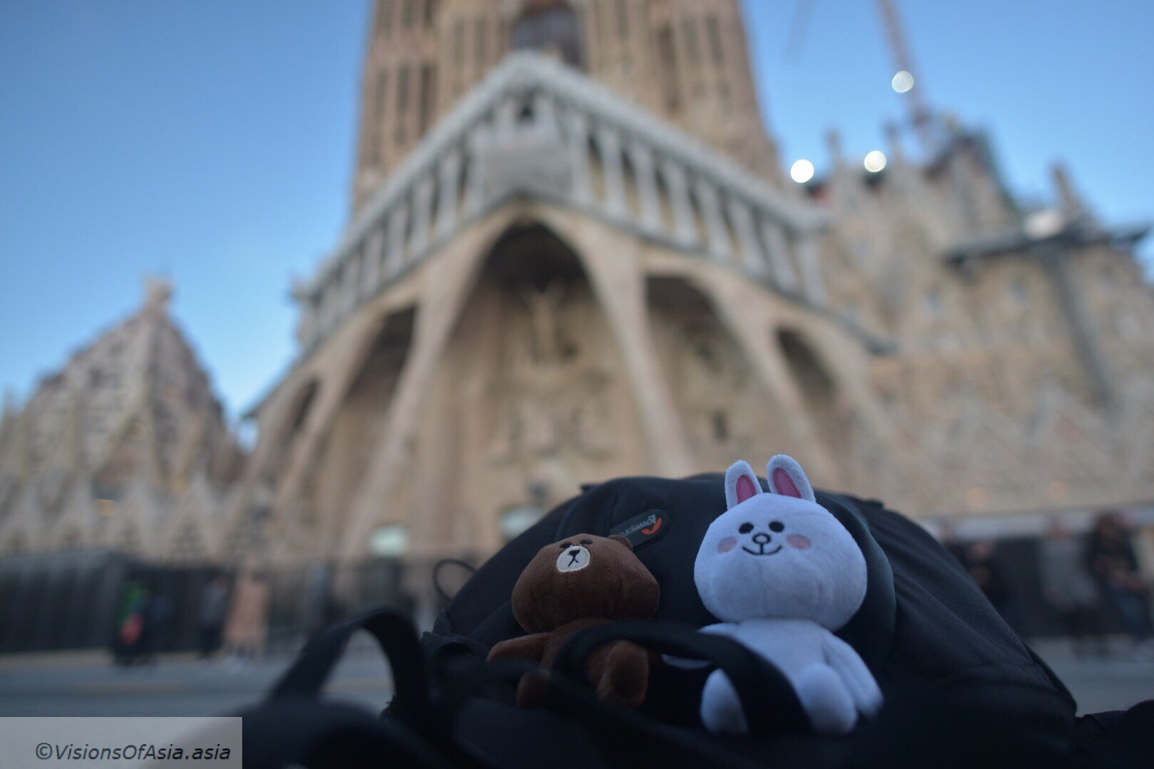 Cony and Brown before the Sagrada Familia