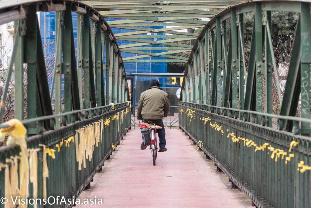 A bike on a pedestrian bridge in Perpignan