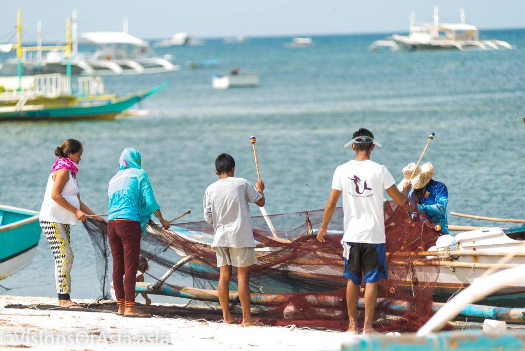 islanders cleaning a net