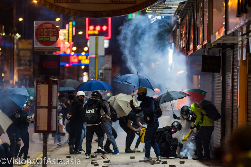Protesters neutralize tear gas canisters in Mongkok