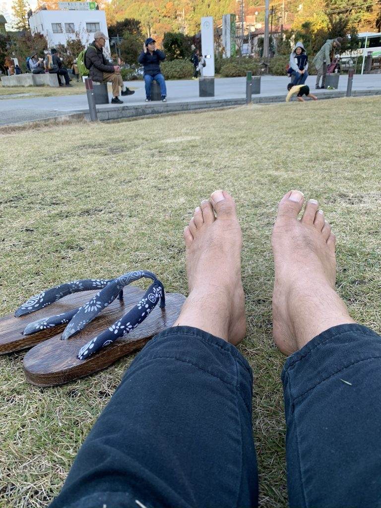 barefoot with geta