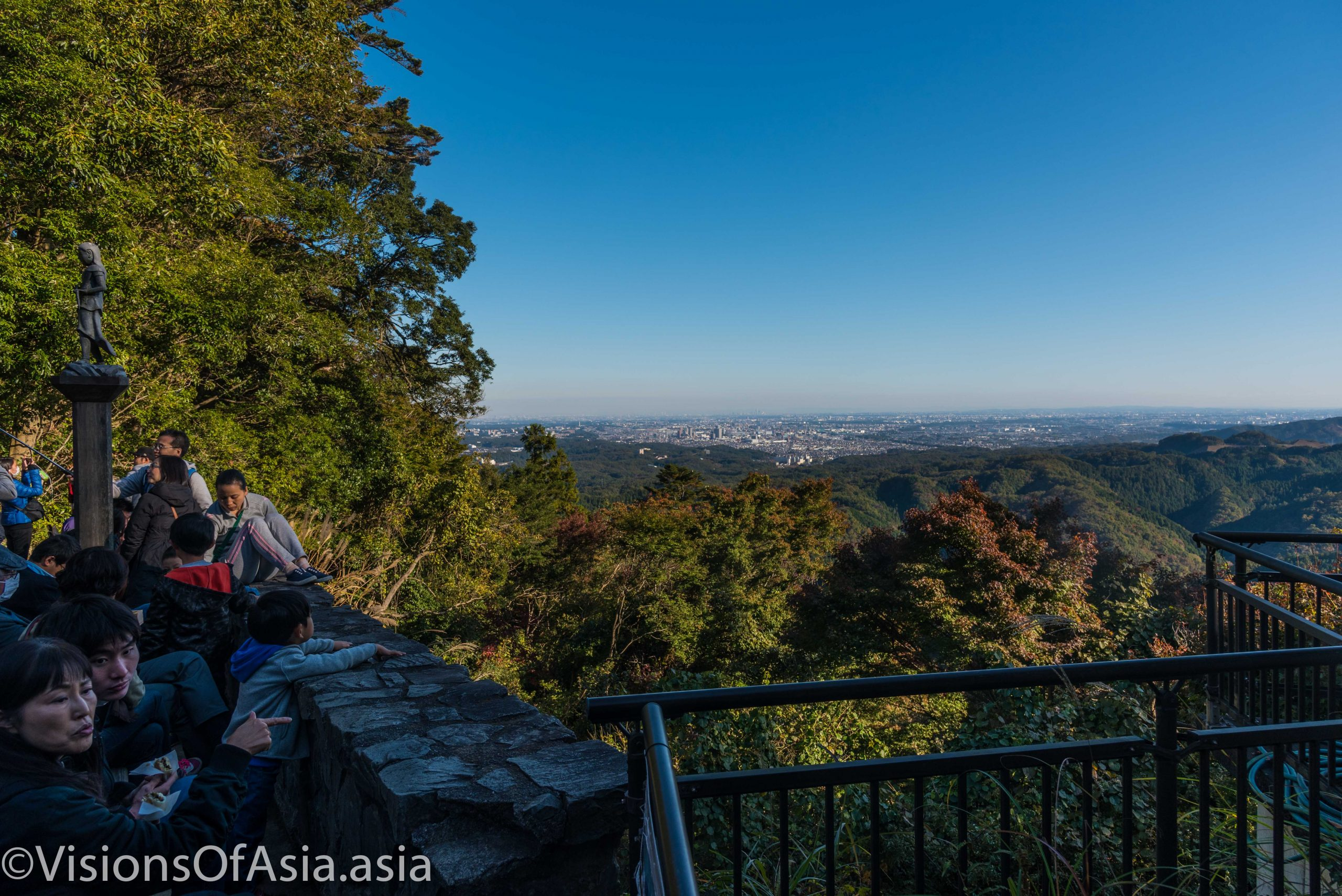 Barefooting in Japan: barefoot hike on Mount Takao
