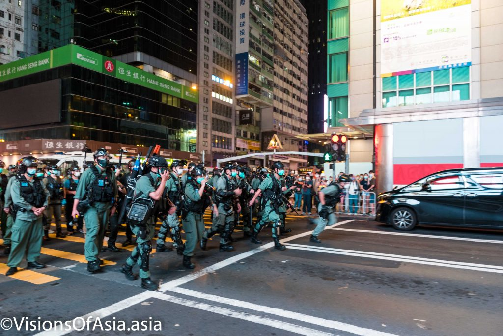 Riot police charge on Argyle Street